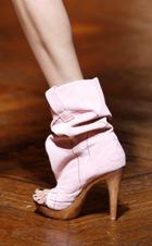 Expozitie de pantofi Vivienne Westwood