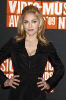 Madonna va realiza designul noii colectii de ochelari de soare D&G